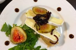 Figs and cheese sandwiches starter