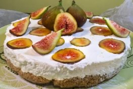 Walnut cake with figs and mascarpone cheese