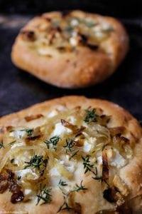 bułeczki z cebulą i serem