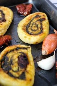 roladki z ziemniaków i suszonych pomidorów