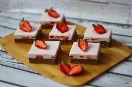 Strawberry foam cake