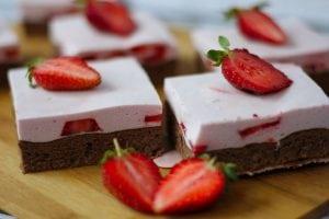 Cocoa sponge cake with strawberry foam