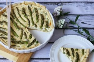 Quiche cheese with asparagus