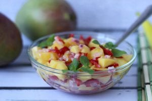 Salsa from mango and bell pepper