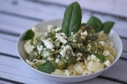 Pasta with spinach and feta sauce
