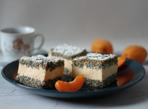 apricot cake with poppy seeds