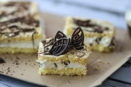 Sponge cake with whipped cream