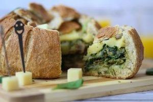 Chleb zapiekany z serem żółtym