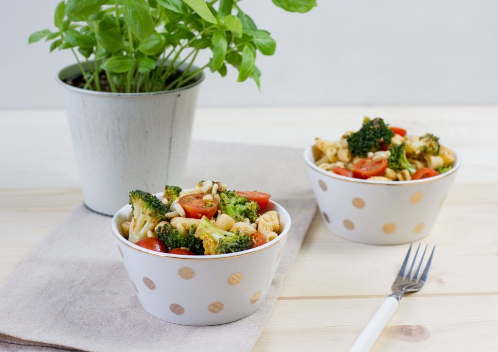Salad with pasta, broccoli and tomatoes