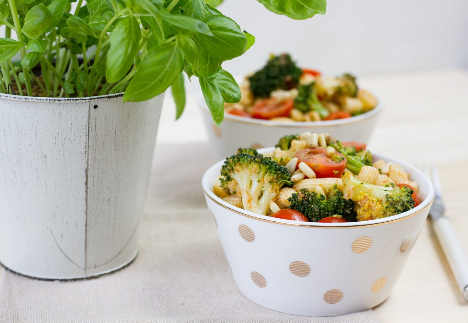 Pasta salad with tomatoes and broccoli