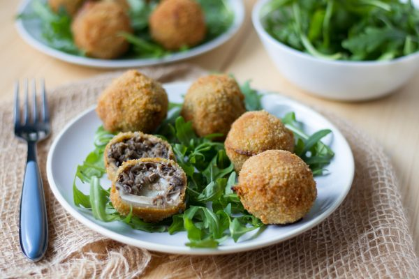Mushrooms stuffed with mozzarella