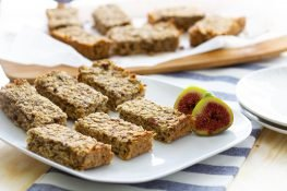 Oat bars with figs