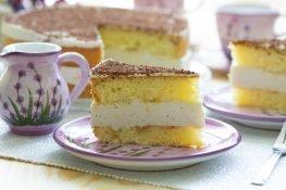 Sponge cake with tea cream