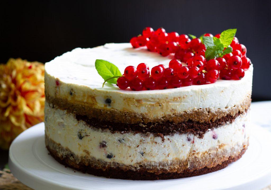 Cake with fruits and mascarpone