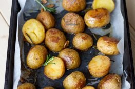 Potatoes roasted with herbs