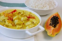 Papaya fruit with chicken and peppers