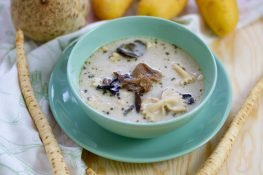 Mushroom and pasta soup