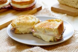 Croque monsieur with cheese