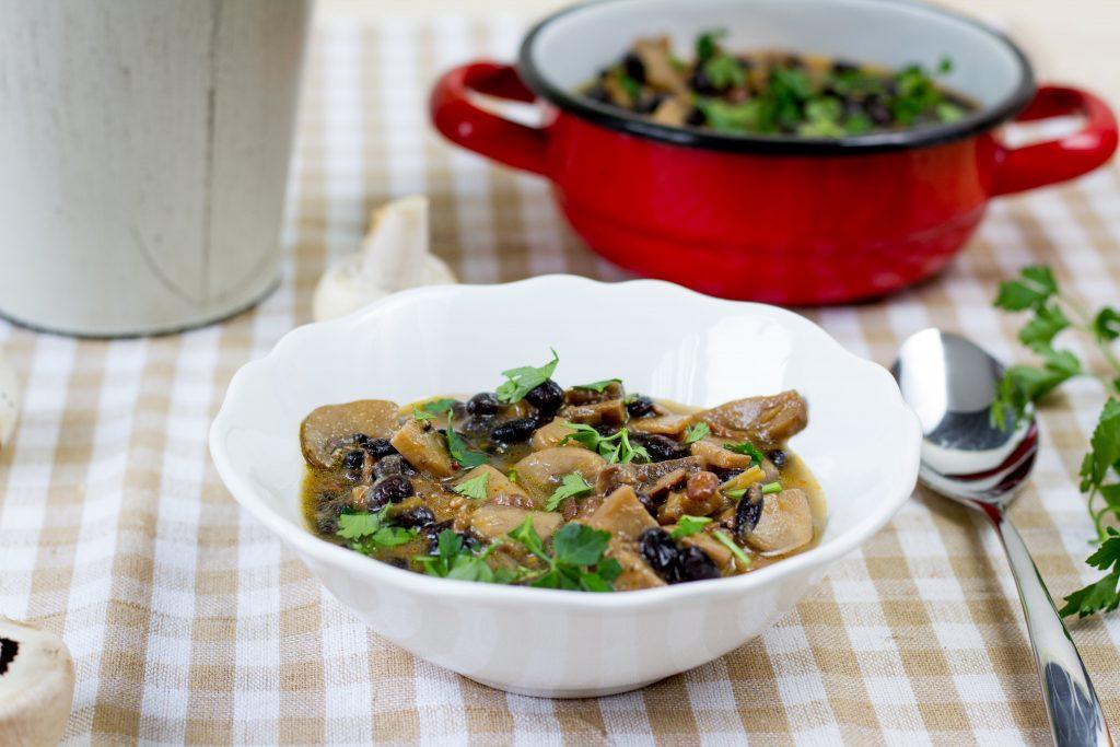 Vegan black bean goulash
