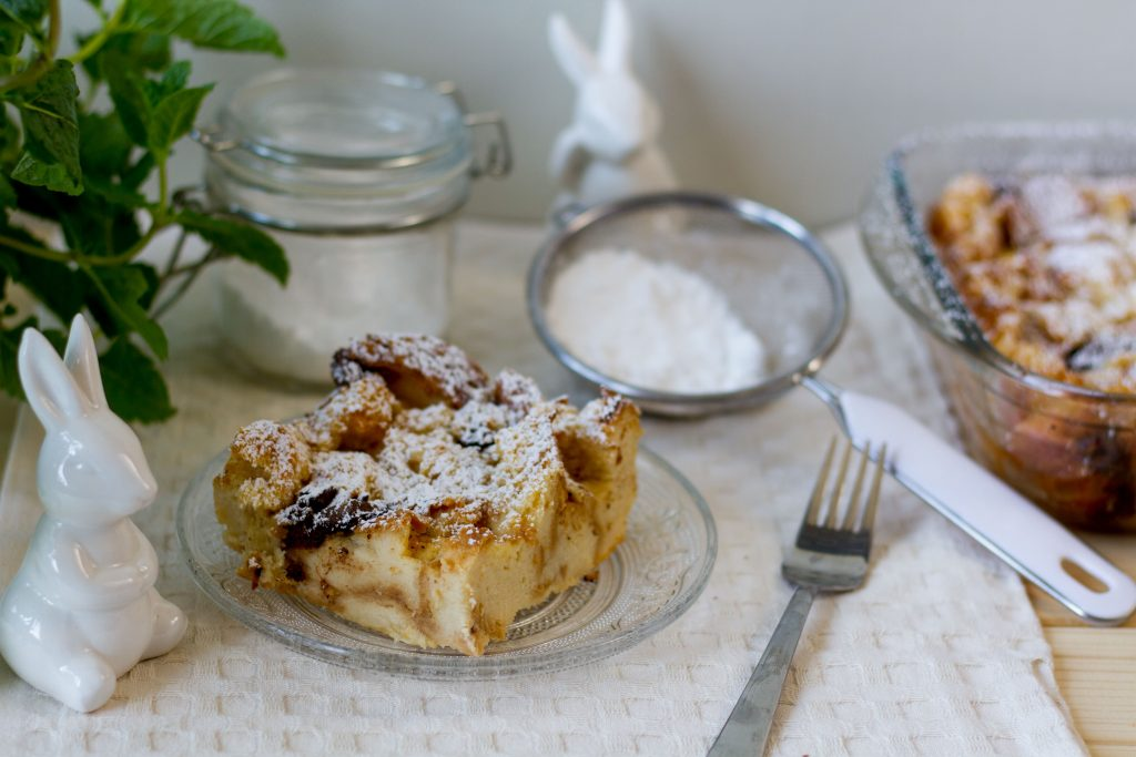 Baked bread and butter pudding