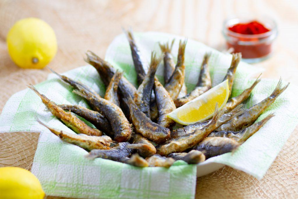 Sardines deep-fried on oil