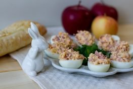 Devilled eggs with ham and horseradish