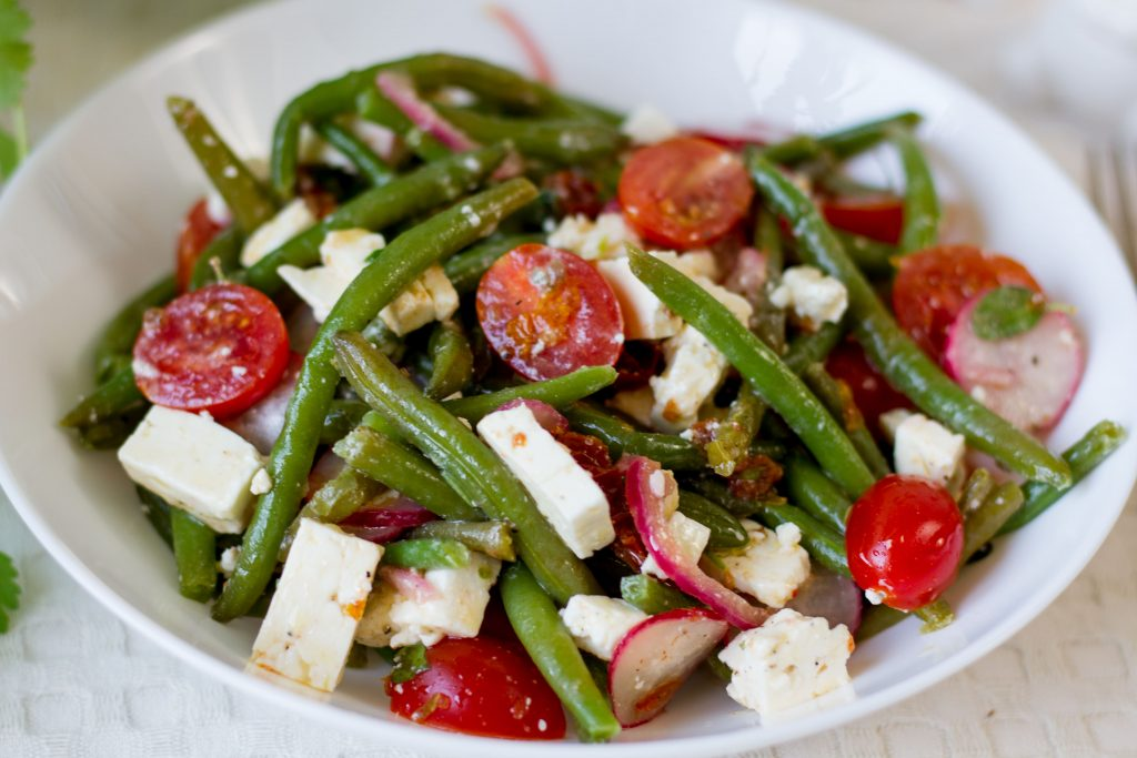 Salad with green beans and tomatoes