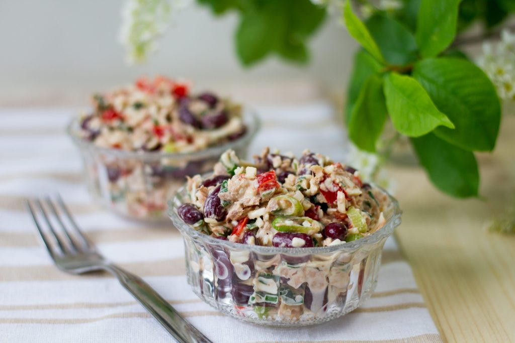 Salad with kidney beans and tuna