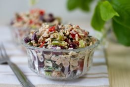 Salad with tuna and kidney beans
