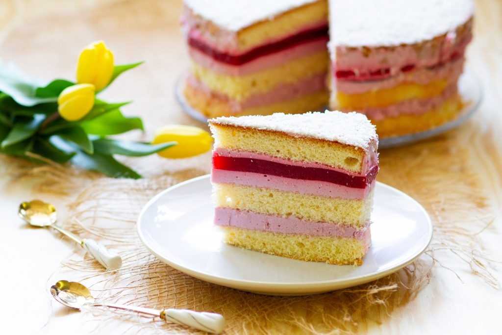 Cake with raspberry jelly and cream