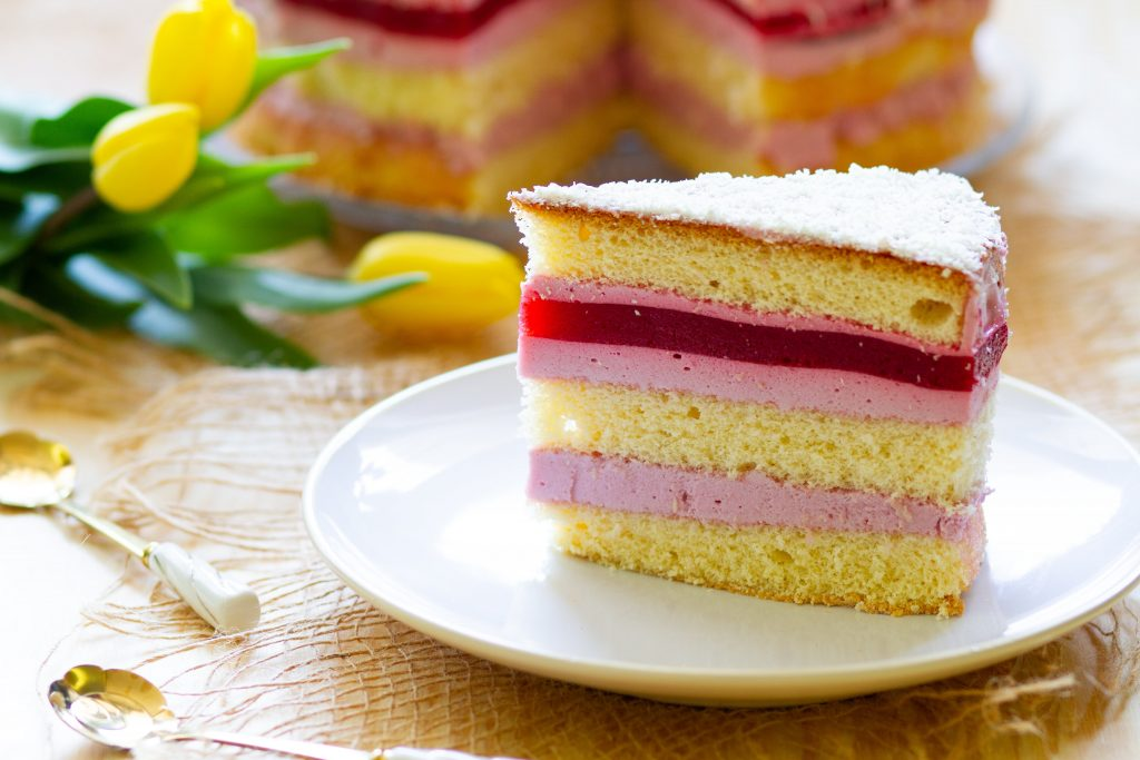 Sponge cake with cream and jelly