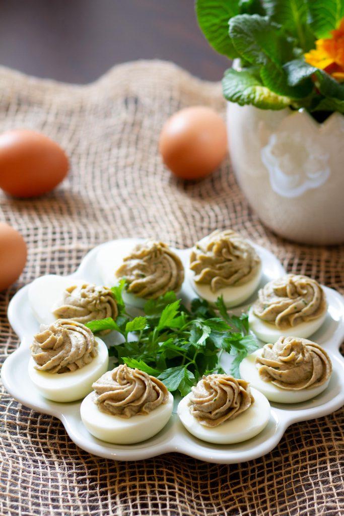 Eggs stuffed with mushroom cream