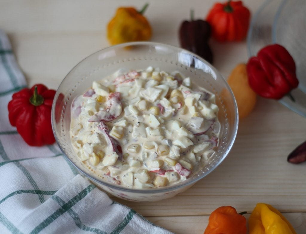 Salad with peppers, eggs and sweetcorn