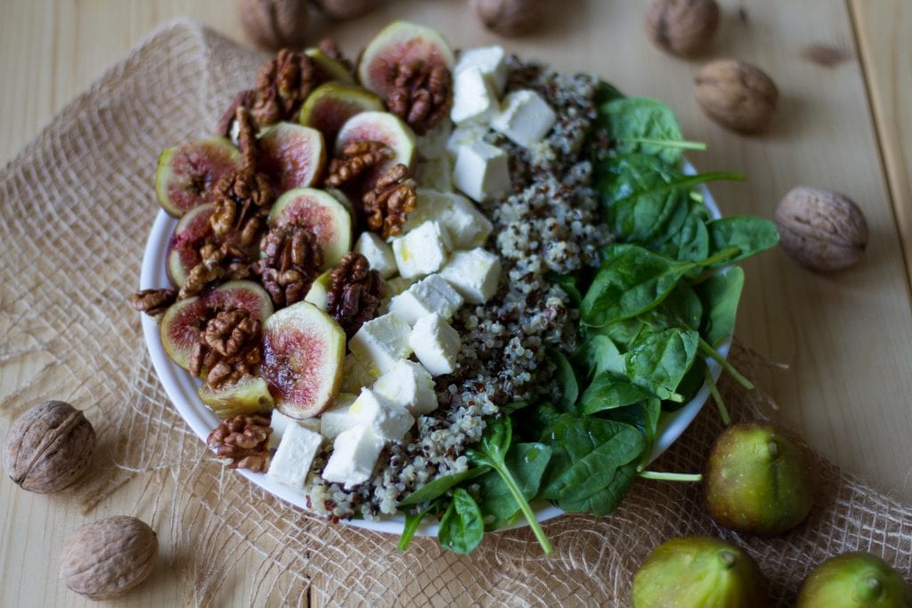 Salad with quinoa and figs