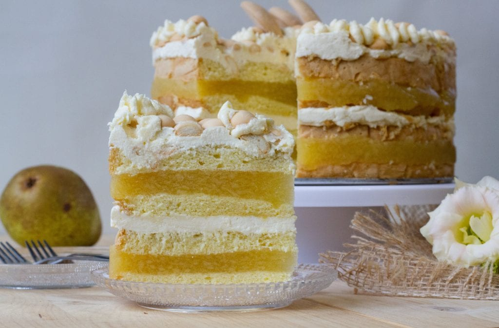 Cake with pear cream and jelly