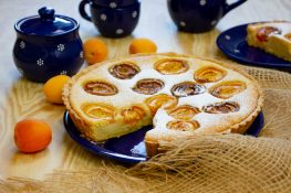 Almond tart with apricot