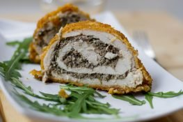 Chicken roulade in cornflakes