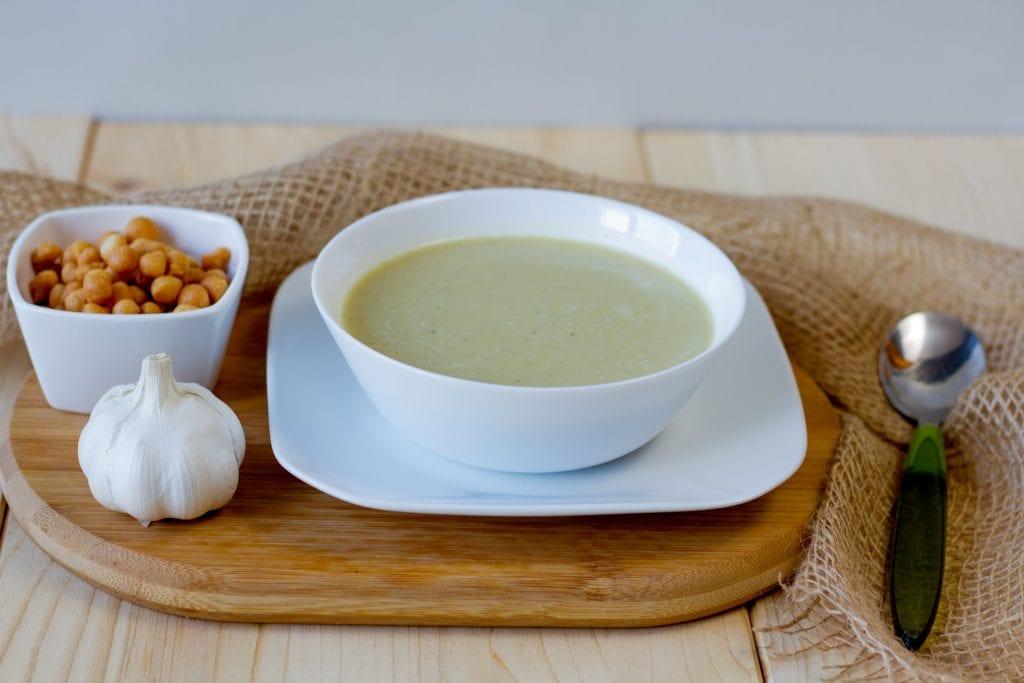 Garlic soup with cream