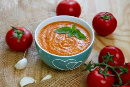 Sauce made from fresh tomatoes
